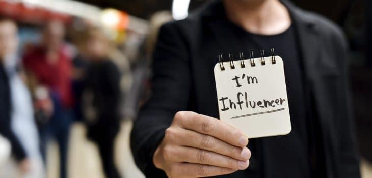 cara influencer mendapatkan uang di internet