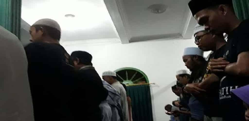 ecara berjamaah ataupun sendirian dan dapat dilaksanakan di masjid, mushala ataupun di rumah saja. Berikut adalah beberapa penjelasan tentang keutamaan dari Sholat Tarawih berjamaah.