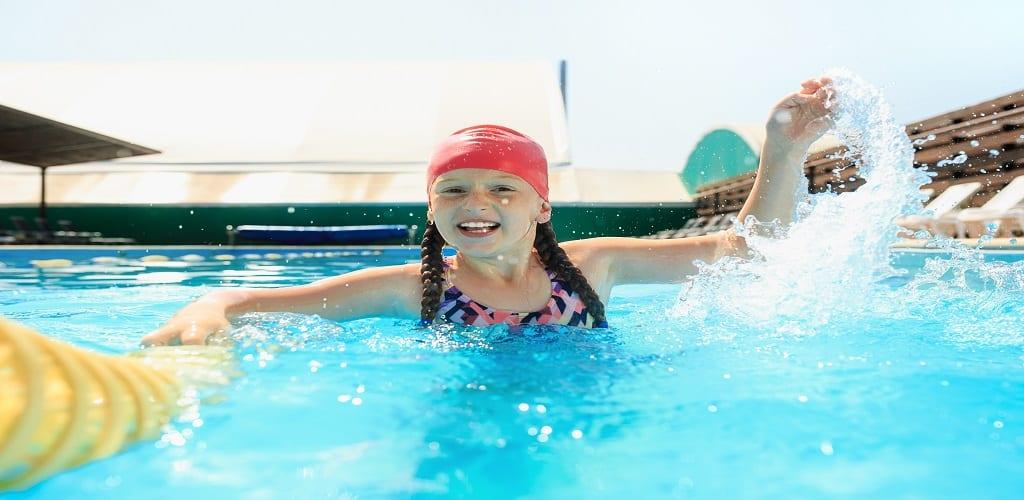 belajar berenang secara otodidak di rumah